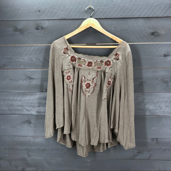 Free People Tops - FREE PEOPLE Embroidered Tunic Size M Olive Green